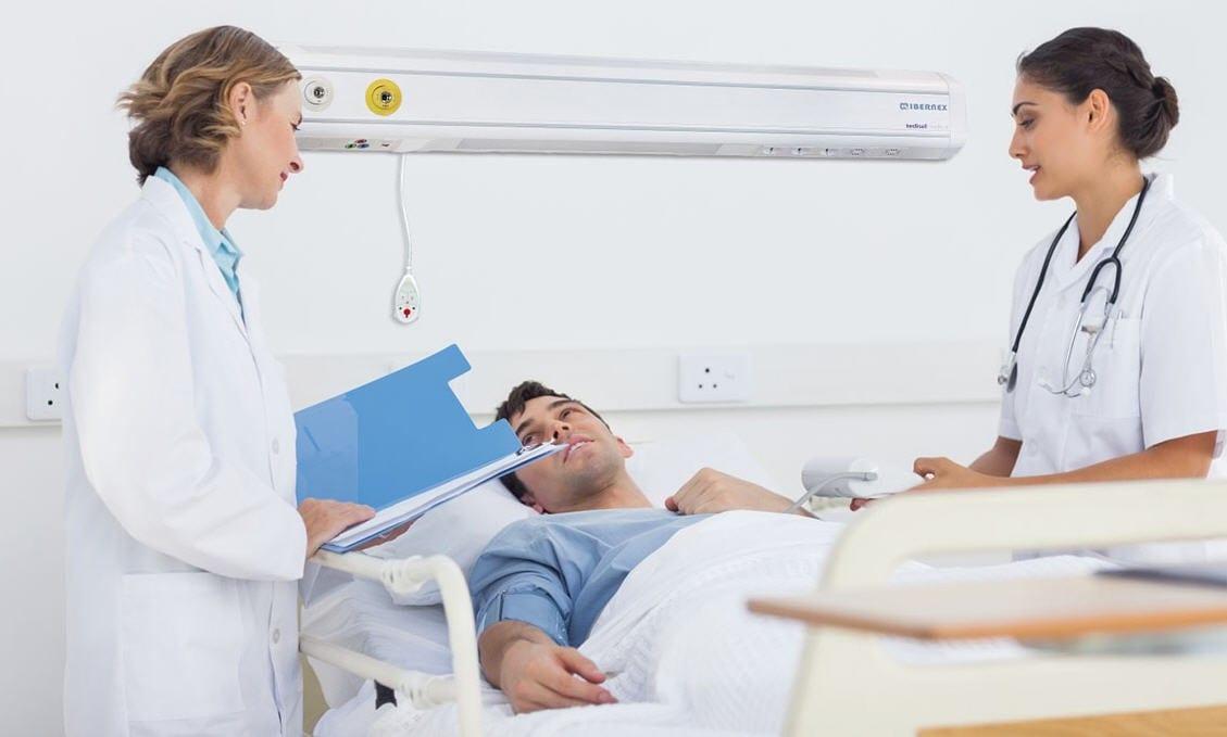 доктор с пациентом в больнице
