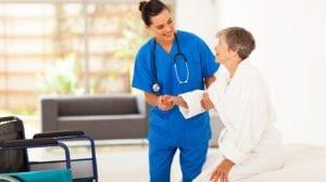 медсестра ухаживает