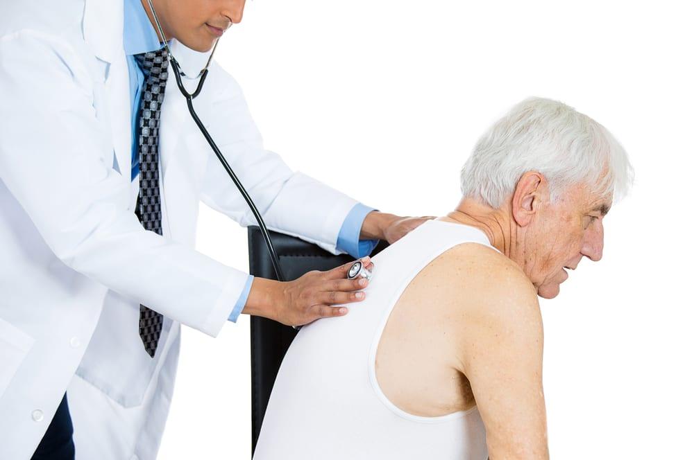 пожилой у врача