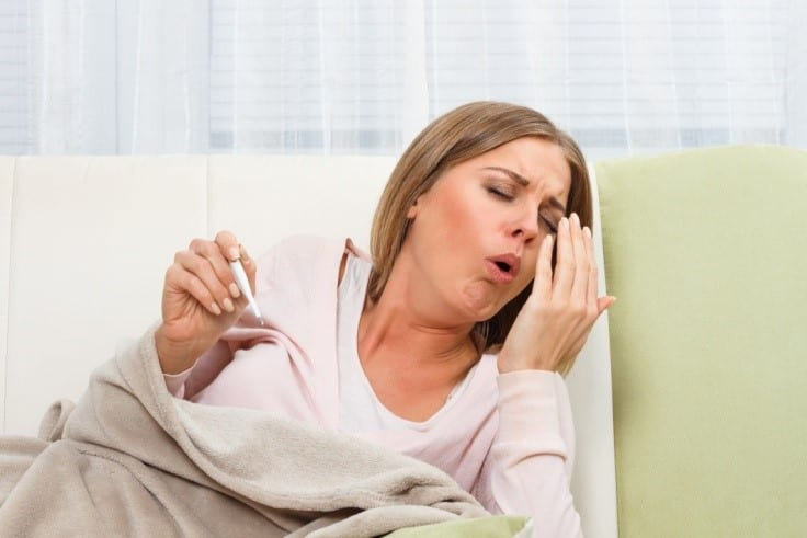 девушка с симптомами