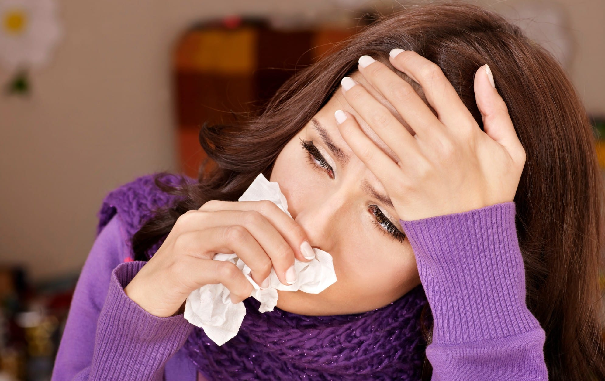 девушка заболевает