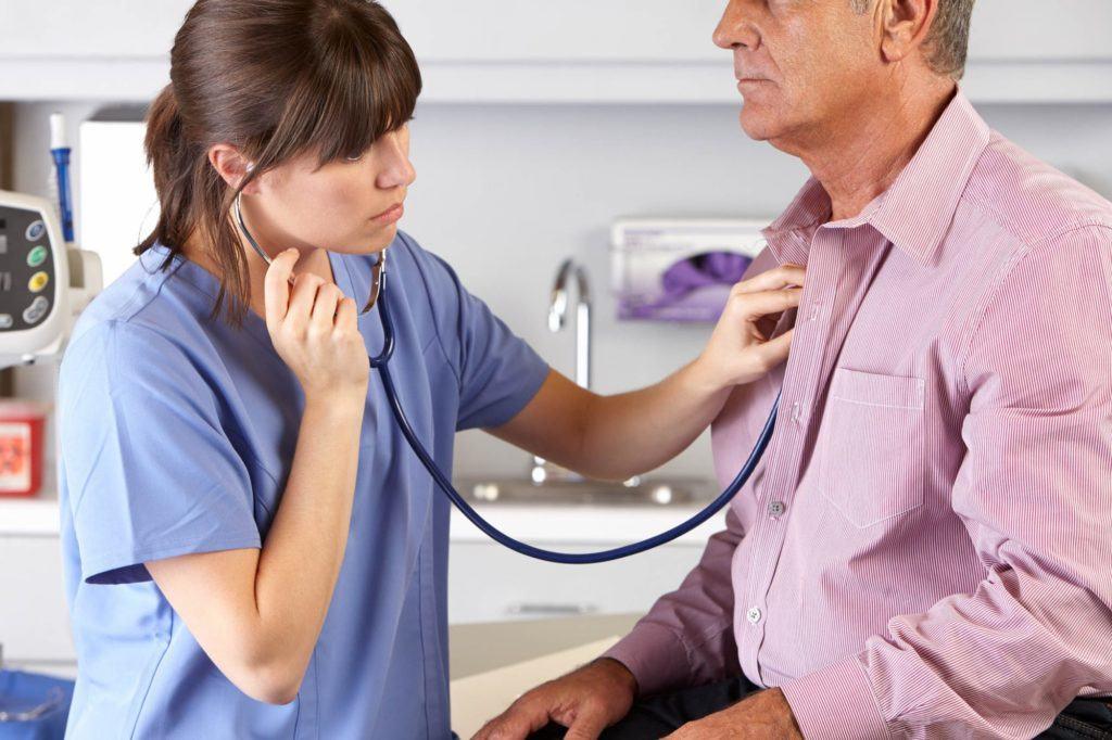 с пневмонией у врача